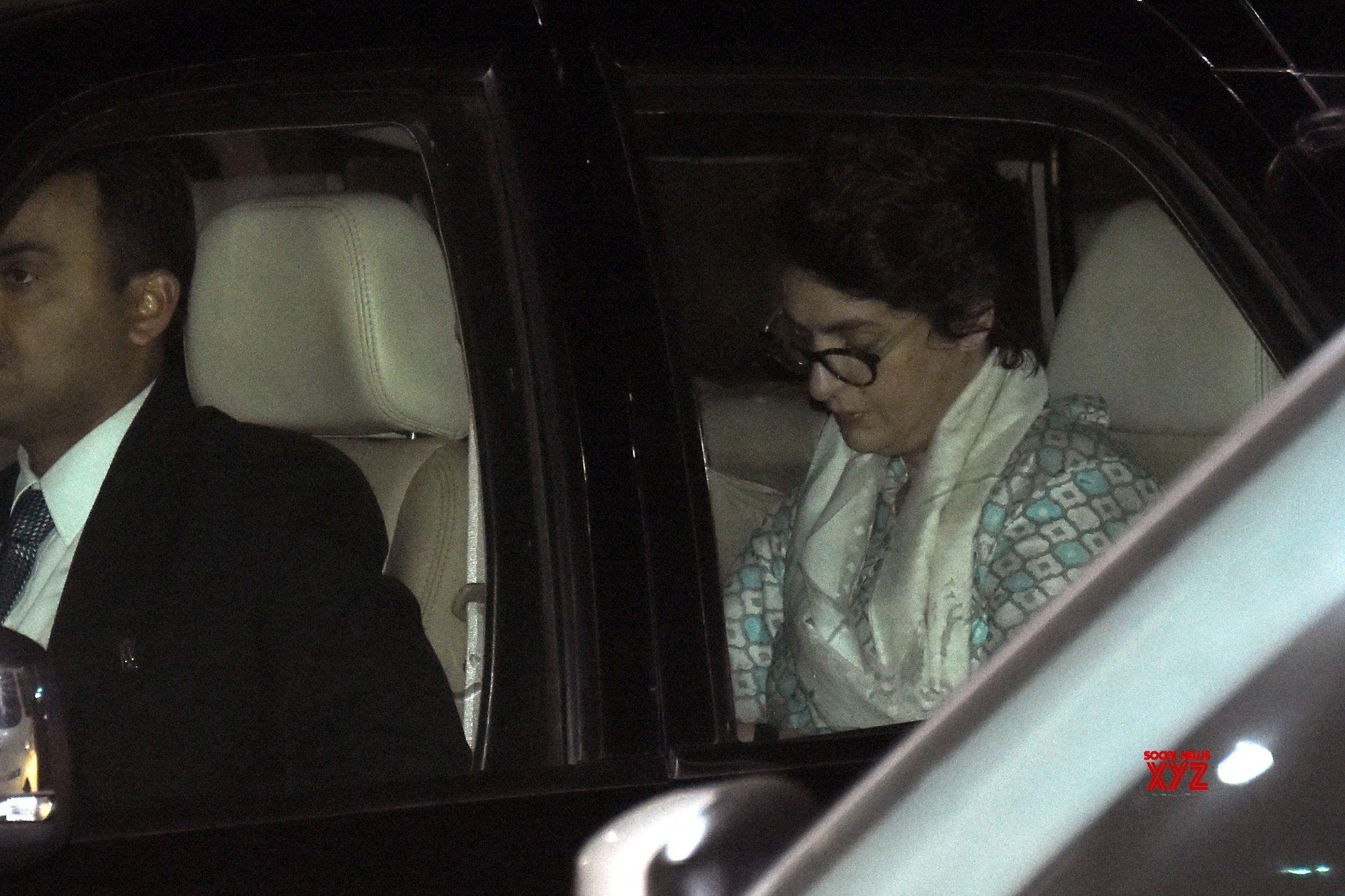 Jaipur: Priyanka Gandhi Vadra arrives in Jaipur #Gallery