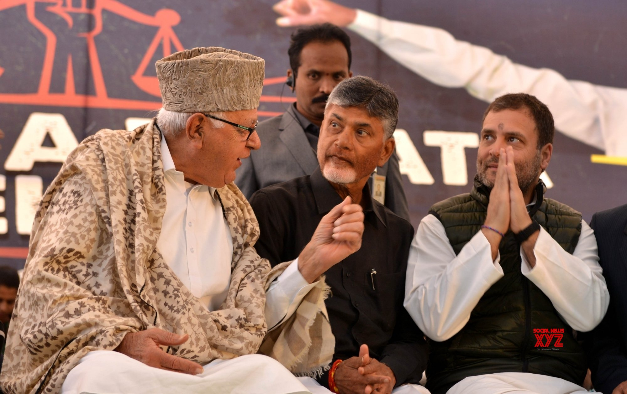 New Delhi: Rahul Gandhi, Farooq Abdullah extend support to Chandrababu Naidu #Gallery