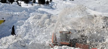 Banihal: Snow clearing operations underway on Srinagar-Jammu highway in Banihal on Feb 11, 2019. (Photo: IANS)