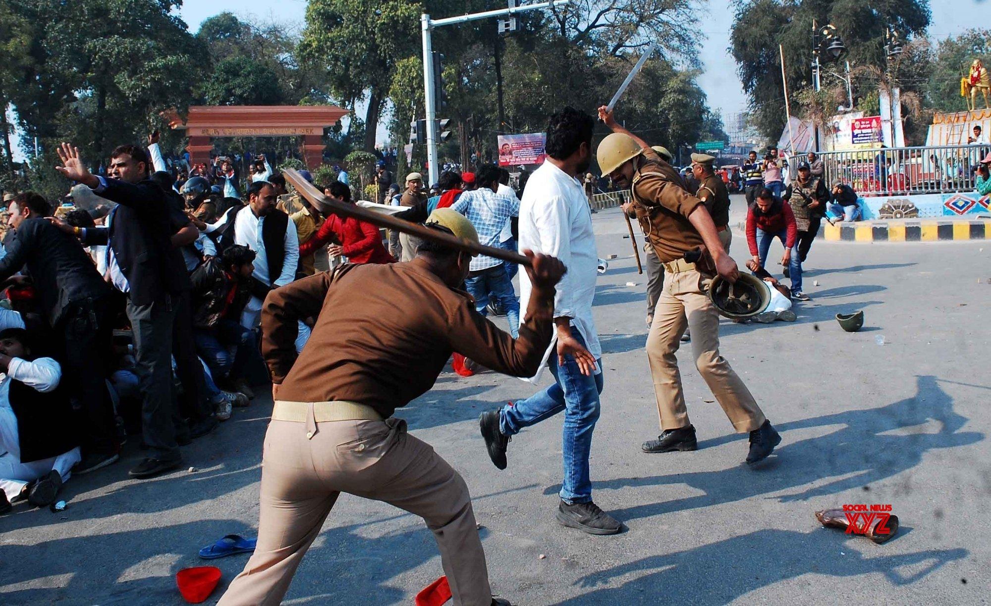 Prayagraj: Samajwadi Party supporters' protest #Gallery