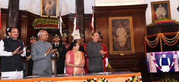 New Delhi: President Ram Nath Kovind along with Vice President M. Venkaiah Naidu, Prime Minister Narendra Modi, Lok Sabha Speaker Sumitra Mahajan and Leader of the Opposition in Rajya Sabha, Ghulam Nabi Azad  unveils the portrait ofFormer Prime Minister Atal Bihari Vajpayee in the Central Hall of Parliament on Feb. 12, 2019. (Photo: IANS/RB)