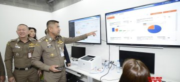(190215) -- BANGKOK, Feb. 15, 2019 (Xinhua) -- Surachate Hakpal, Commissioner of Thai Immigration Bureau, looks over the real-time data of the new eVisa On Arrival (eVOA) service at the Suvarnabhumi Airport in Bangkok, Thailand, on Feb. 15, 2019. The new eVisa On Arrival (eVOA) service that enables a faster arrival into Thailand for travellers from China and 20 other countries and regions has become available from Feb. 14, 2019.  The eVOA service offers travellers a whole new experience when entering Thailand at the Suvarnabhumi and Don Mueng airports in Bangkok, as well as at Phuket and Chiang Mai airports, said Surachate Hakpal on Friday. (Xinhua/Thai Immigration Bureau)