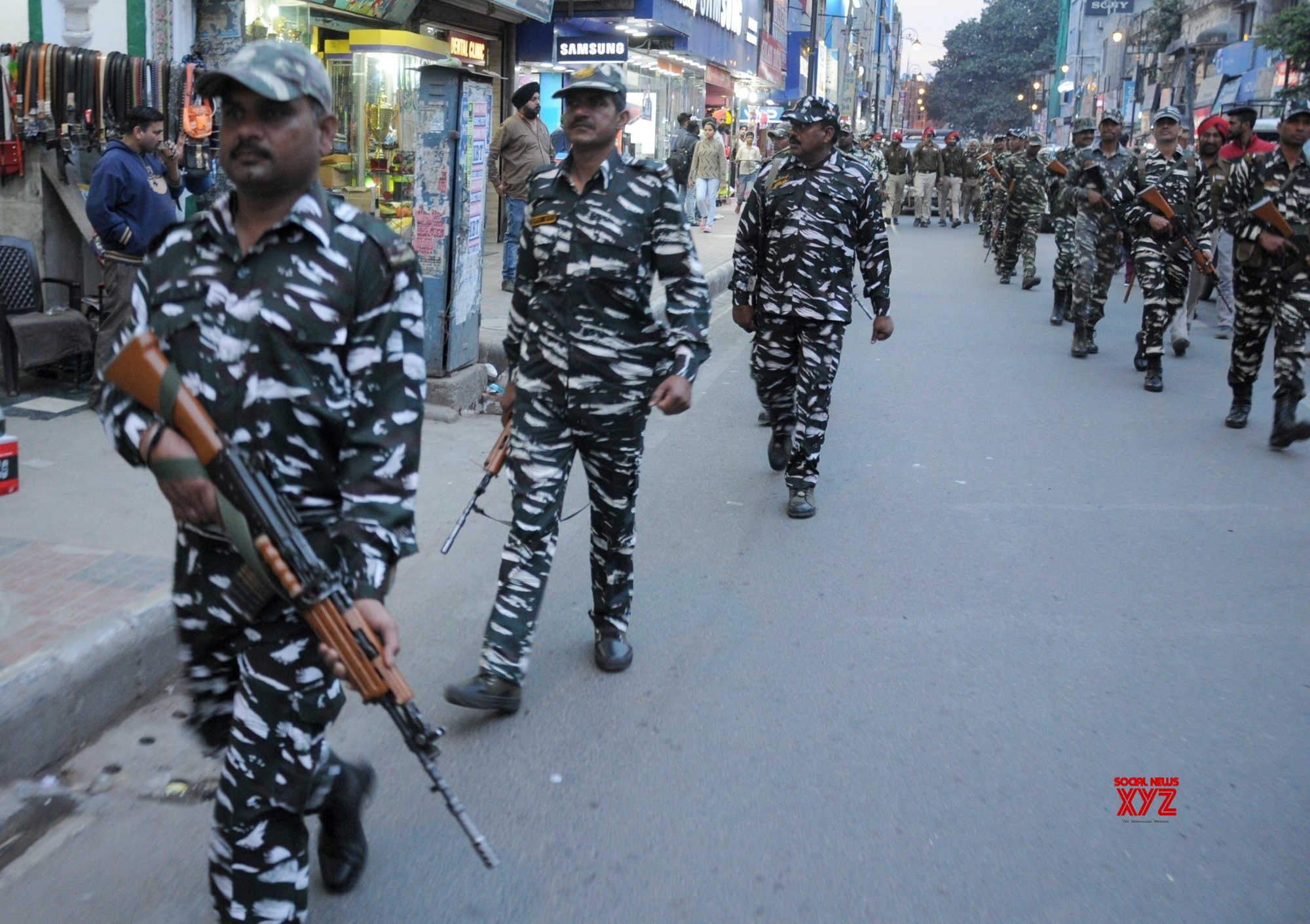 Amritsar: 2019 Lok Sabha elections - Paramilitary Forces, police conduct flag march #Gallery