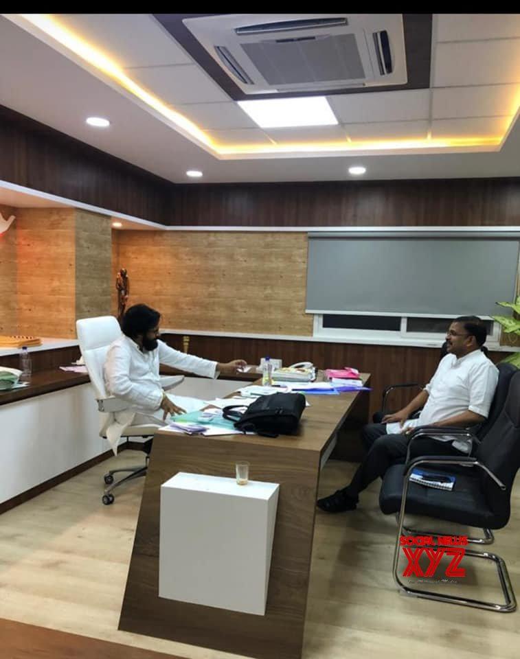 JD Lakshmi Narayana meets Pawan Kalyan, May contest as Vizag MP (Video)