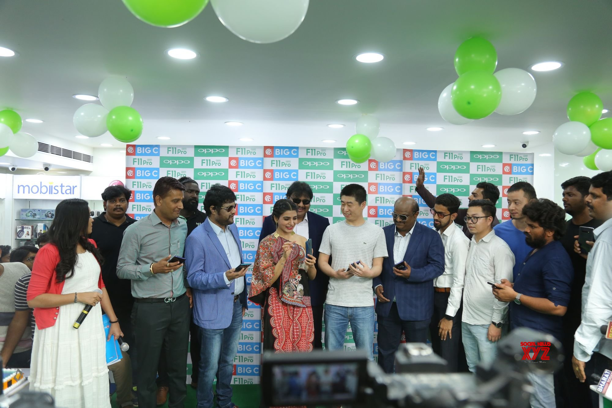 Samantha Launches Oppo F11 Pro At Big C Mobiles Vijayawada Gallery Set 1