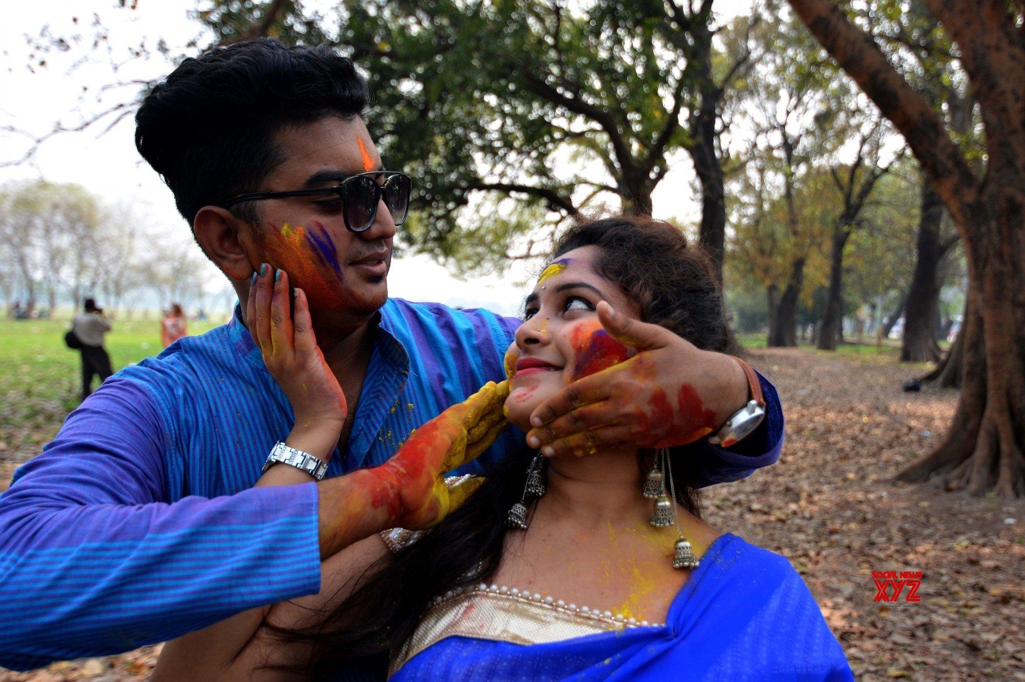 Kolkata: Holi celebrations #Gallery
