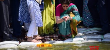Prayagraj: Congress General Secretary and eastern Uttar Pradesh in-charge Priyanka Gandhi Vadra performs rituals on the banks of Ganga river near Prayagraj Sangam, on March 18, 2019. (Photo: IANS)