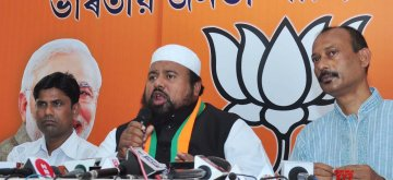 Guwahati: Jamiat Ulema-e-Hind (JUEH) President Maulana Suhaib Qasmi addresses a press conference at Assam BJP office in Guwahati, on April 13, 2019. (Photo: IANS)