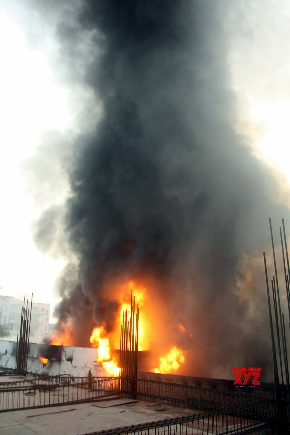 Patna: Fire breaks out at a plastic factory #Gallery