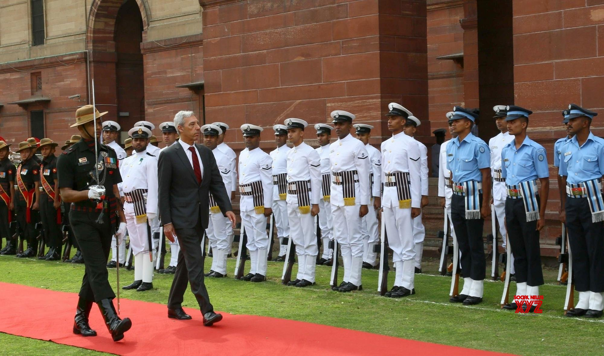 New Delhi: Portuguese Defence Minister inspects the Guard of Honour #Gallery