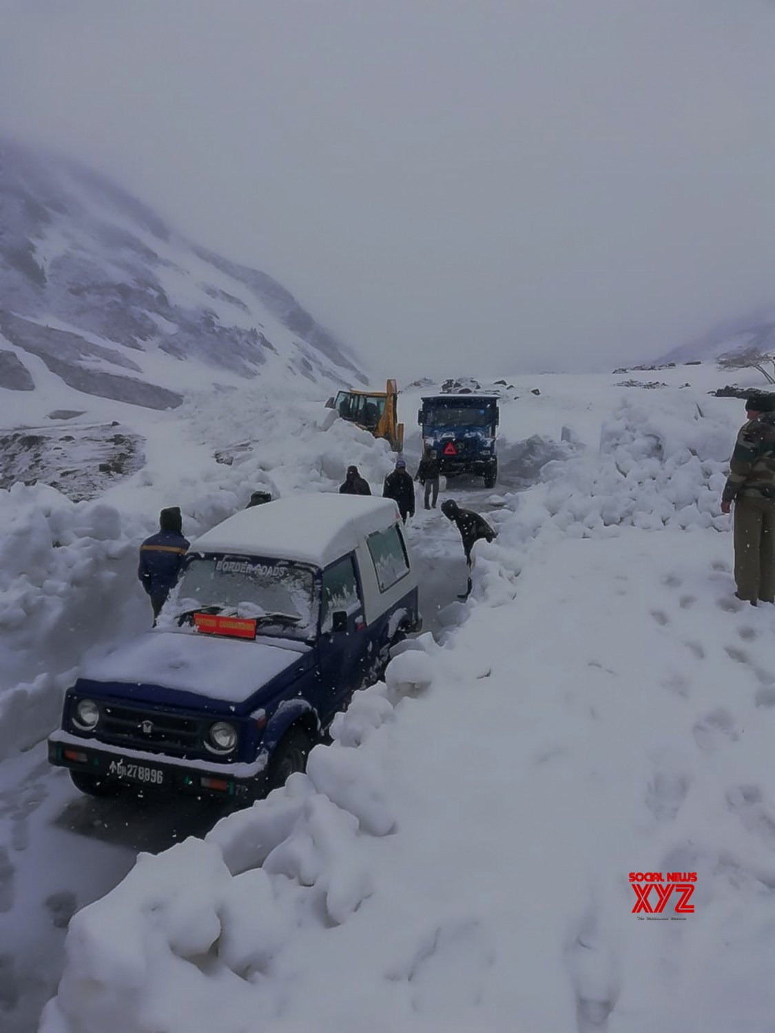 Manali: BRO clears road Rohtang Pass #Gallery