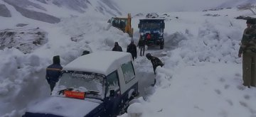 Manali: BRO (Border Road Organisation) personnel busy clearing road at Rohtang Pass, near Manali on April 17, 2019. (Photo: IANS)