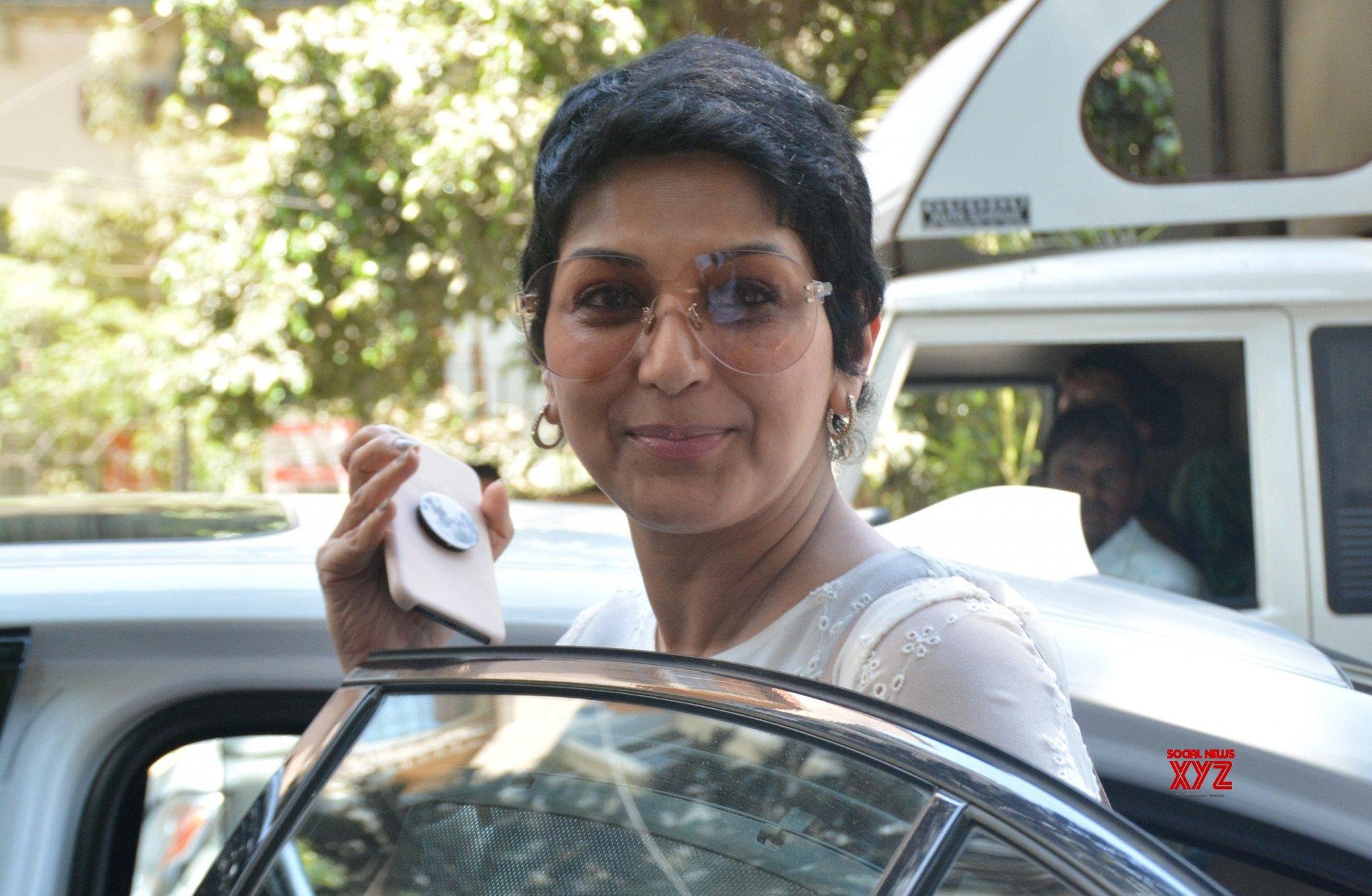 Mumbai: Sonali Bendre seen at Bandra (Batch - 2) #Gallery