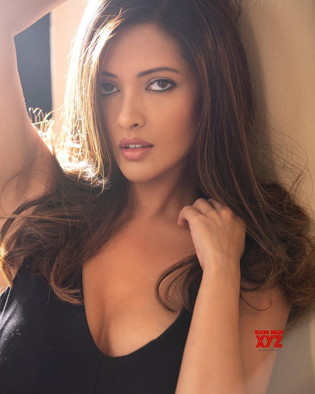 Actress Riya Sen Hot Insta Stills