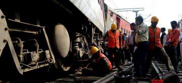 Liluah: The derailed coaches of the New Delhi-bound Poorva Express at Liluah station on Dec 14, 2014. Twelve coaches of the train were derailed soon after departing from Howrah station, no injuries were reported. (Photo: IANS)