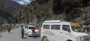 Motorists inconvenienced due to traffic jam on Srinagar-Jammu national highway in Jammu and Kashmir's Ramban district on April 10, 2014. (Photo: IANS)