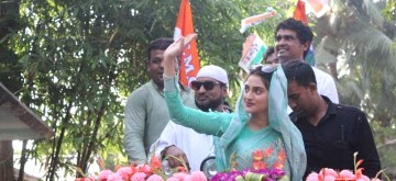 Basirhat (West Bengal): Actress and TMC's Lok Sabha candidate from Basirhat, Nusrat Jahan along with footballer Dipendu Biswas, campaigns for the forthcoming Lok Sabha elections in West Bengal's Basirhat, on May 1, 2019. (Photo: IANS)