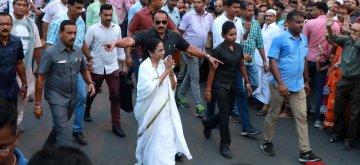 Kolkata: West Bengal Chief Minister Mamata Banerjee during election campaign ahead of the final phase of 2019 Lok Sabha elections, in Kolkata on May 15, 2019. (Photo: IANS)