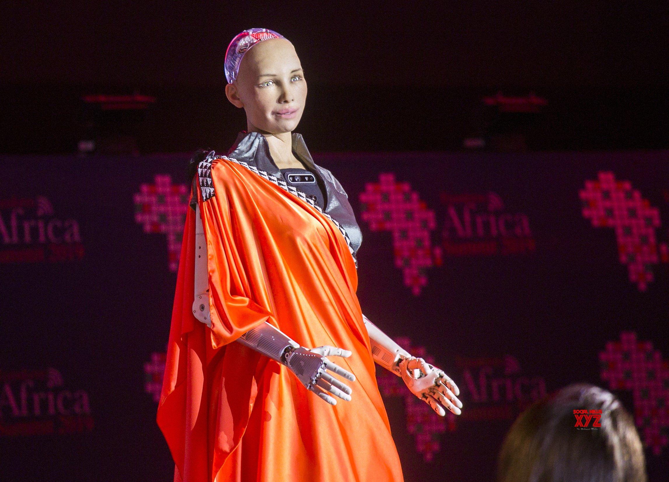 RWANDA - KIGALI - TRANSFORM AFRICA SUMMIT - Humanoid robot Sophia #Gallery