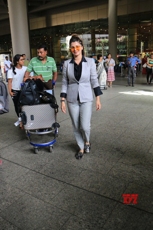 Mumbai: Kainaat Arora seen at Mumbai Airport #Gallery
