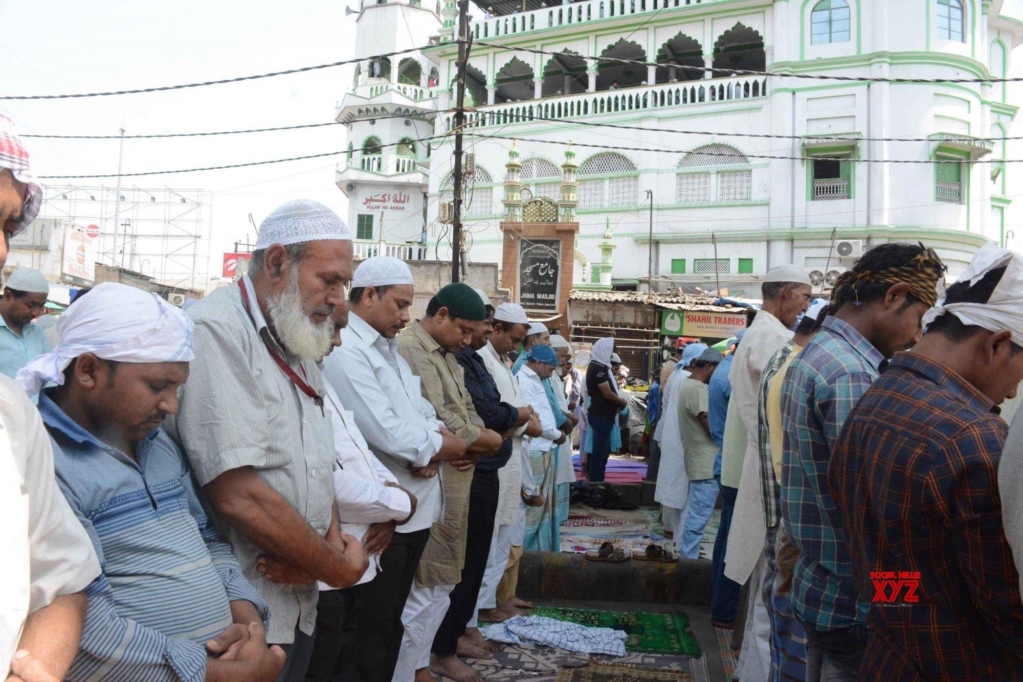 Patna: Ramadan - Devotees offer Friday prayers #Gallery