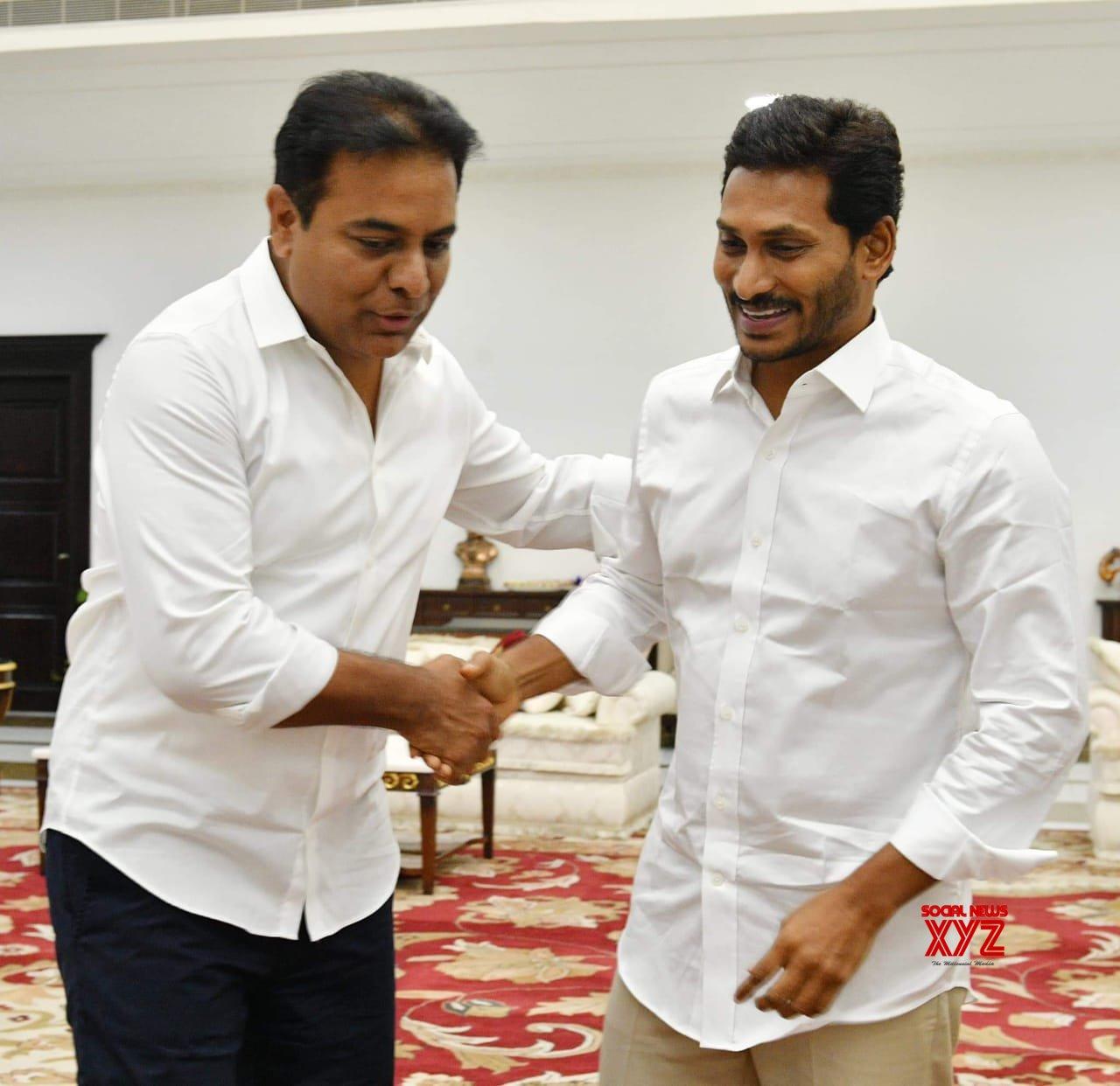 AP CM Elect YS Jagan Mohan Reddy Meets Telangana CM KCR And