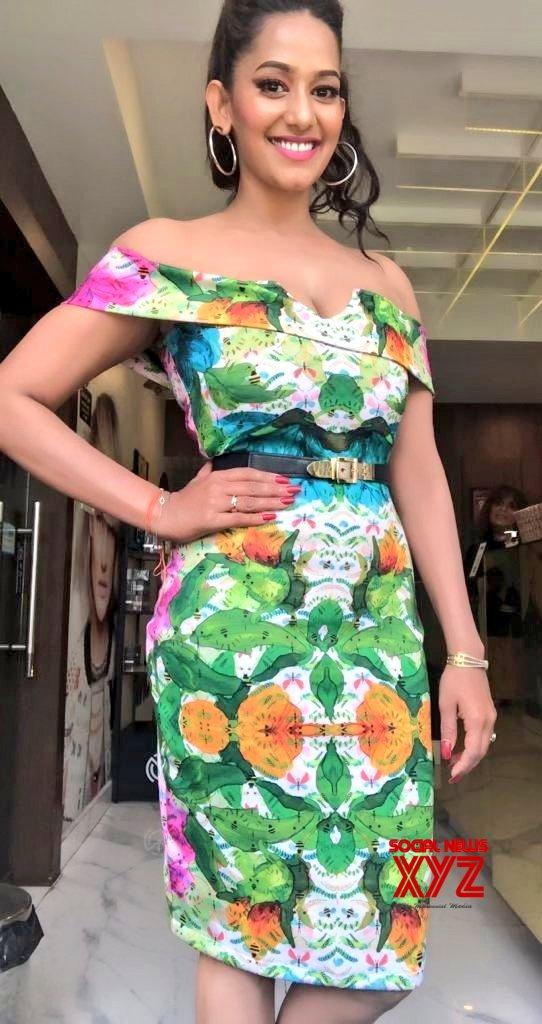 Actress Sanjana Singh Hot Stills