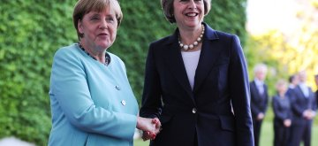 (160720) -- BERLIN, July 20, 2016 (Xinhua) -- German Chancellor Angela Merkel(L) and British Prime Minister Theresa May attend a welcoming ceremony prior to their meeting at the Chancellery in Berlin, Germany, on July 20, 2016. Britain will maintain close economic relations with Germany despite its intention to exit the European Union (EU), Britain's new Prime Minister Theresa May said Wednesday during her visit to Germany. (Xinhua/Guo Yang)