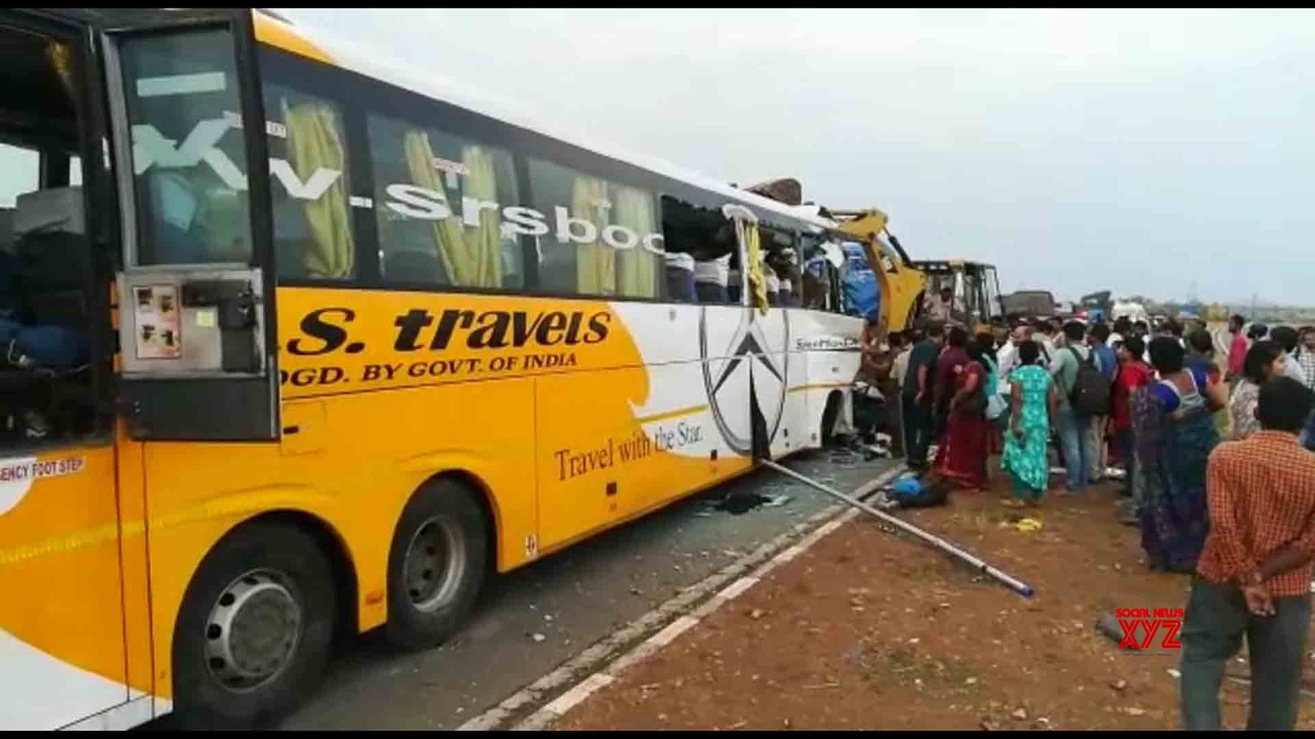 Kurnool: 3 killed as bus rams into lorry in Andhra Pradesh