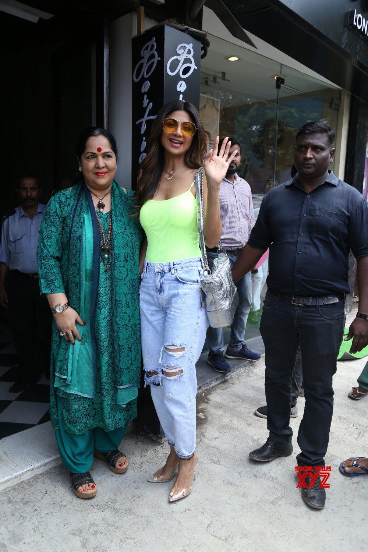 Mumbai: Shilpa Shetty, Sunanda Shetty seen at Bandra