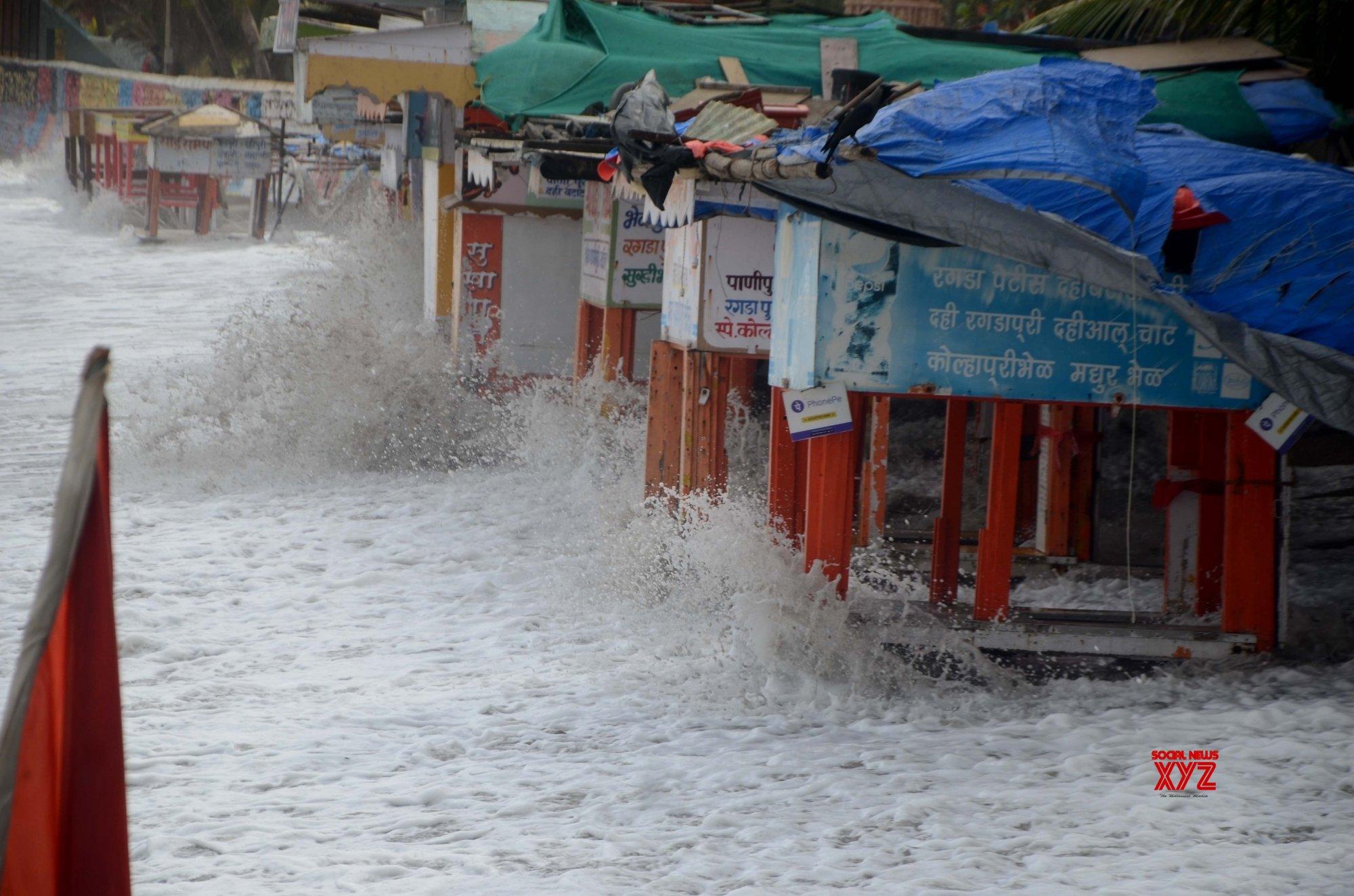 Mumbai: Waves #Gallery