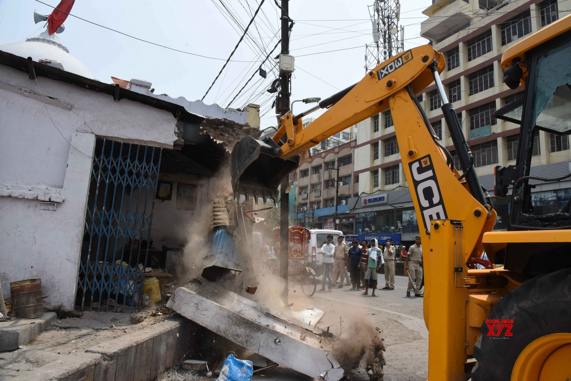 Patna: Illegal encroachments demolished at Ramgulam #Gallery