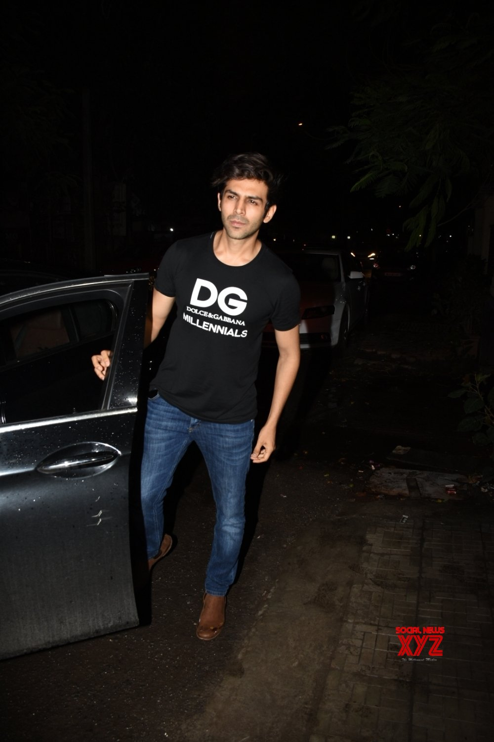 Mumbai: Kartik Aryan seen outside Dharma Productions' office #Gallery