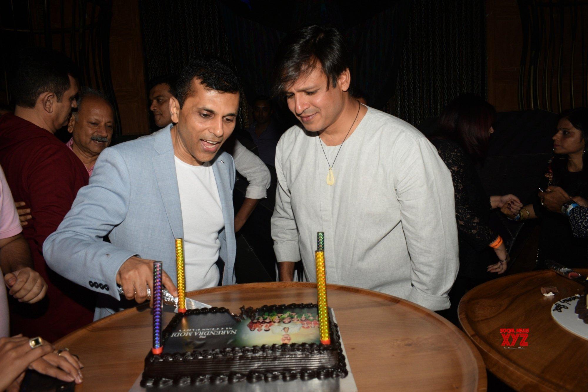 "Mumbai: Film ""PM Narendra Modi"" success party - Anand Pandit, Omung Kumar, Vivek Oberoi #Gallery"