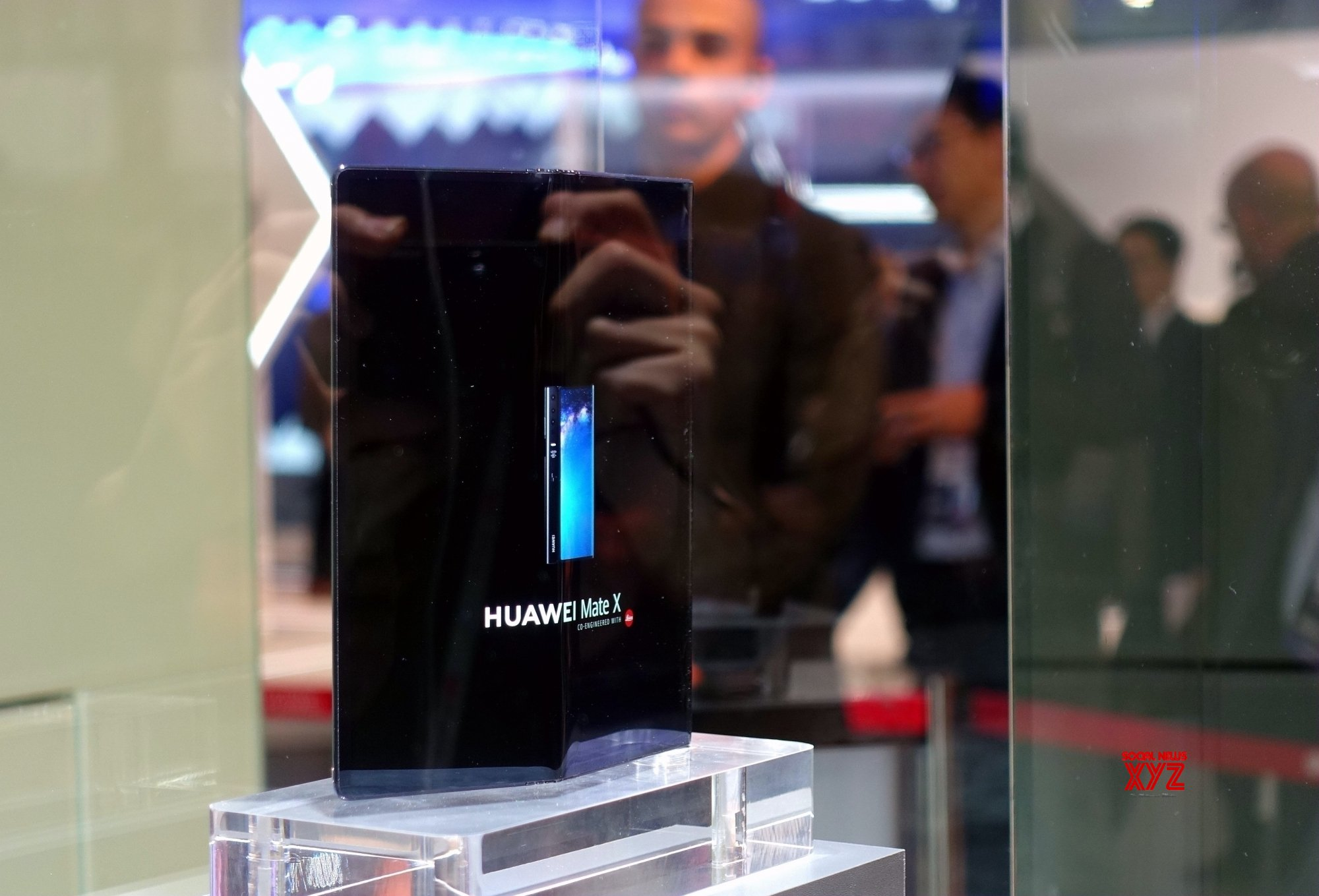 Huawei delays launch of foldable Mate X, blames Samsung not Trump