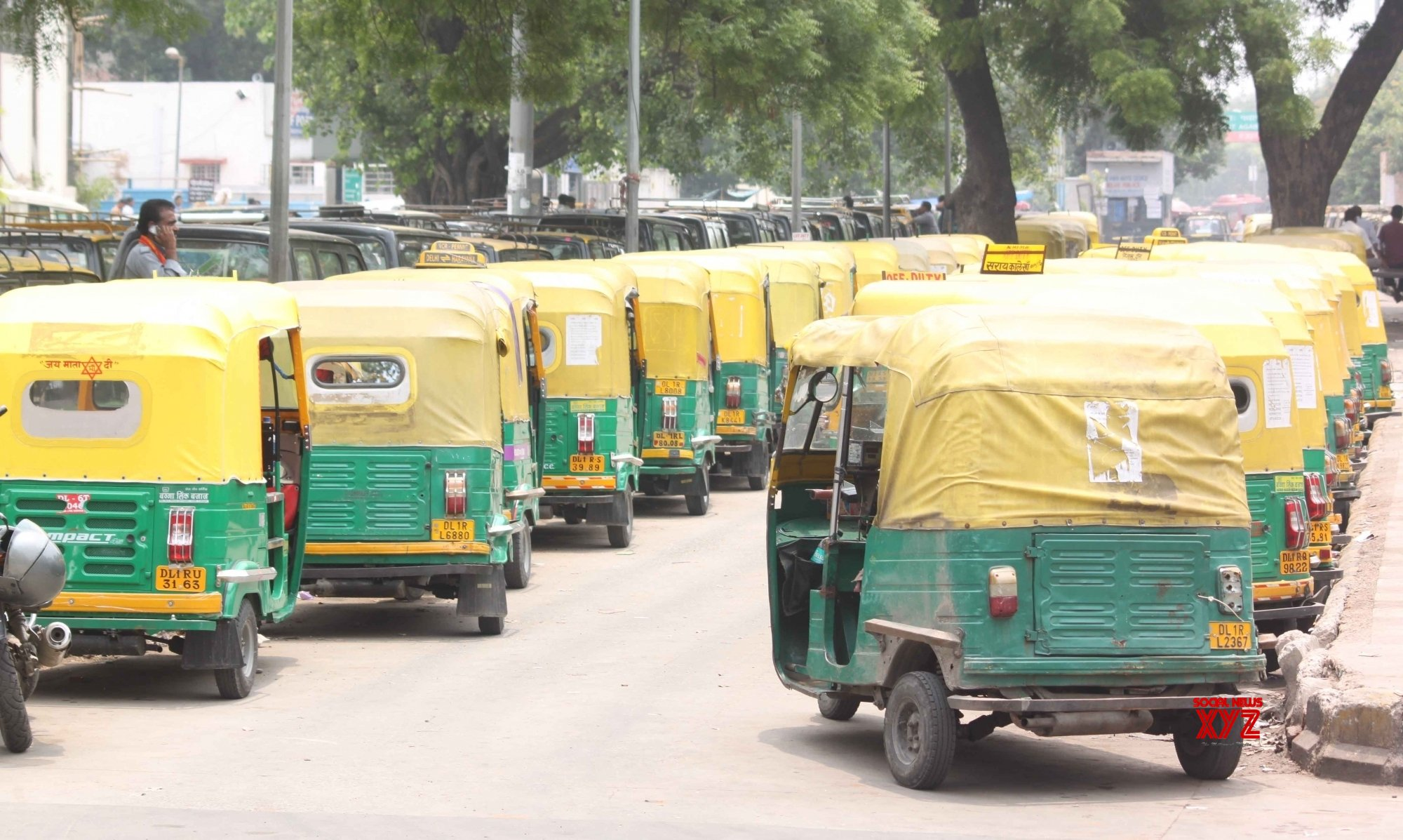 SC seeks Delhi's response on increasing auto permits