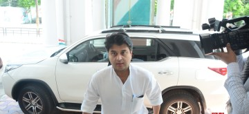 Lucknow: Congress General Secretary Jyotiraditya Scindia arrives to chair a meeting with party workers at the party office, in Lucknow on June 14, 2019. (Photo: IANS)