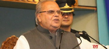 Srinagar: Jammu and Kashmir Governor Satya Pal Malik addresses during a programme organised for the distribution of free-to-air Doordarshan set-top boxes to border residents, in Srinagar on June 22, 2019. Speaking at the function, the J&K Governor on Saturday said that the separatist Hurriyat leaders are ready for talks with the government. (Photo: IANS)