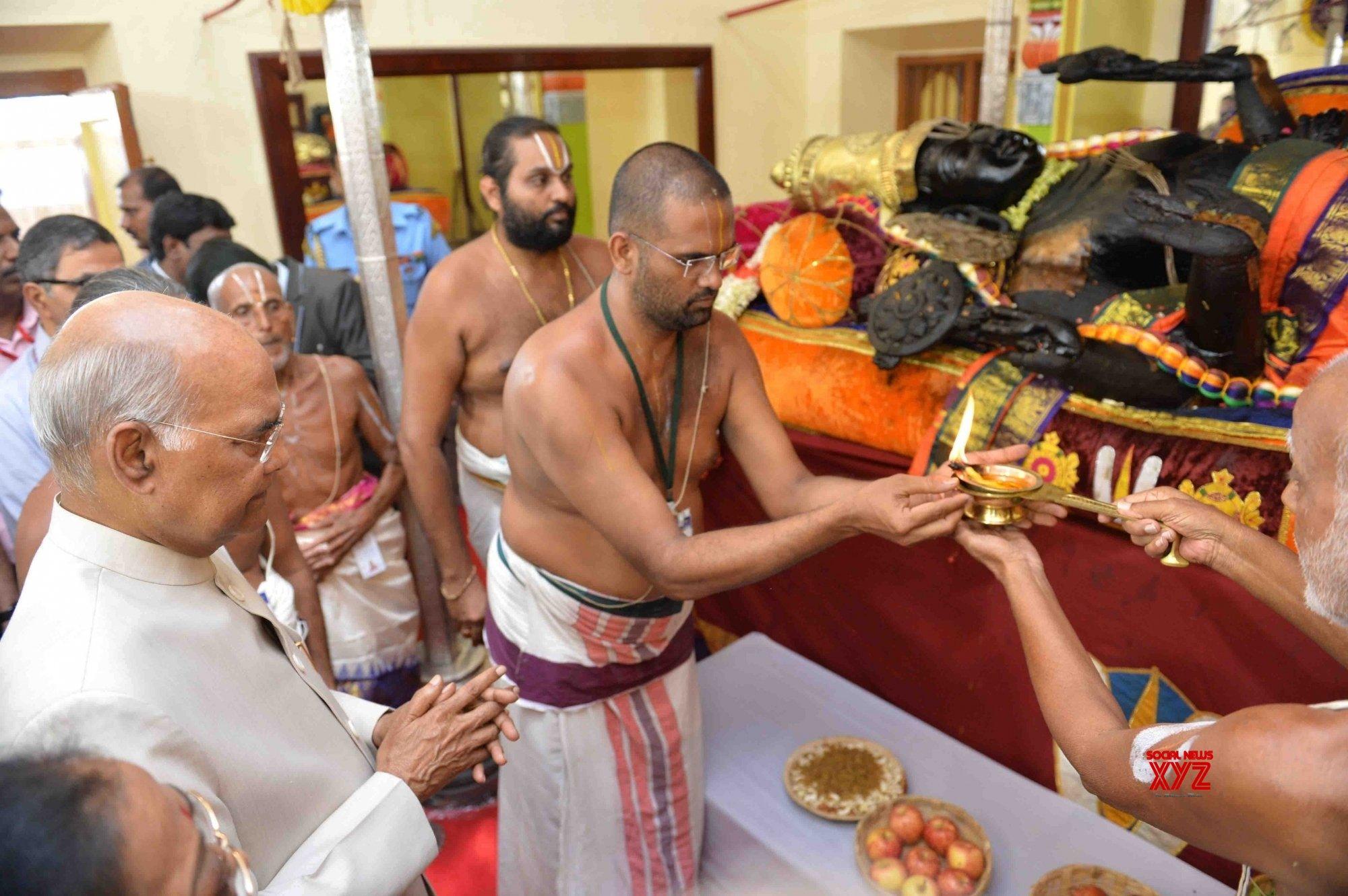 Kanchipuram: President Kovind visits Devarajaswami Temple in Tamil