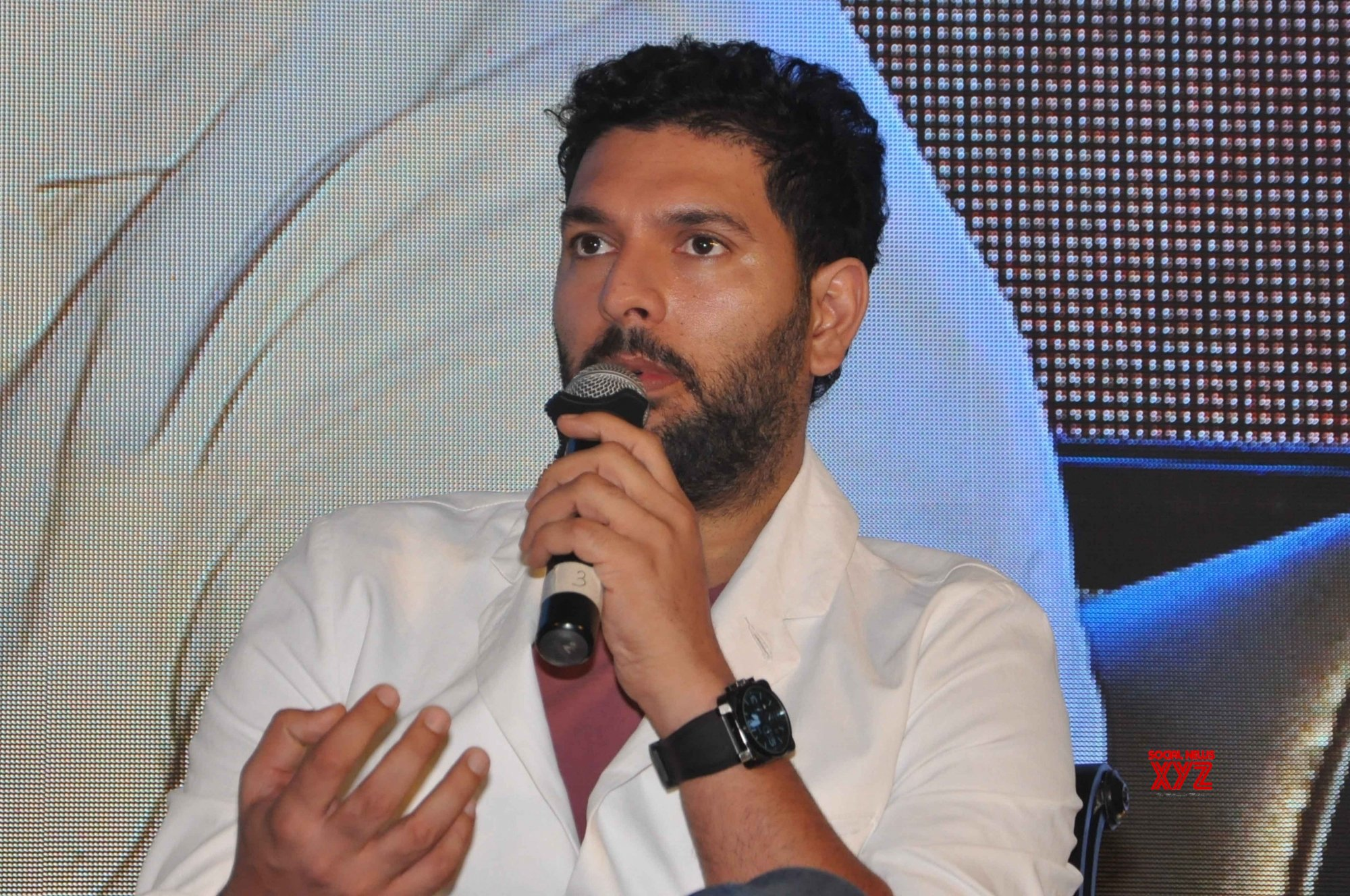 Yuvraj stands with Afridi in fight against COVID-19