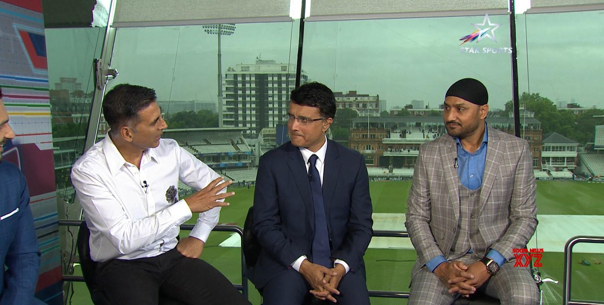 London: Akshay Kumar, Irfan Pathan, Sourav Ganguly, Harbhajan Singh on Philips Hue Cricket Live #Gallery