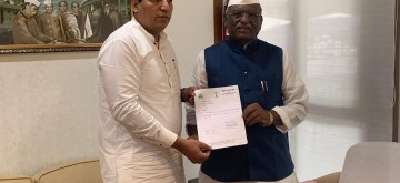 Mumbai: NCP MLA from Navi Mumbai Sandip Naik submits his resignation to Maharashtra Assembly Speaker Haribhau Bagade, in Mumbai on July 30, 2019. (Photo: IANS)