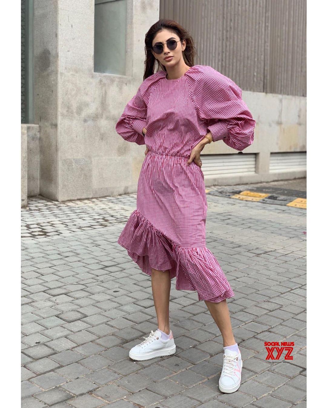 Actress Mouni Roy Hot New Insta Stills - Social News XYZ