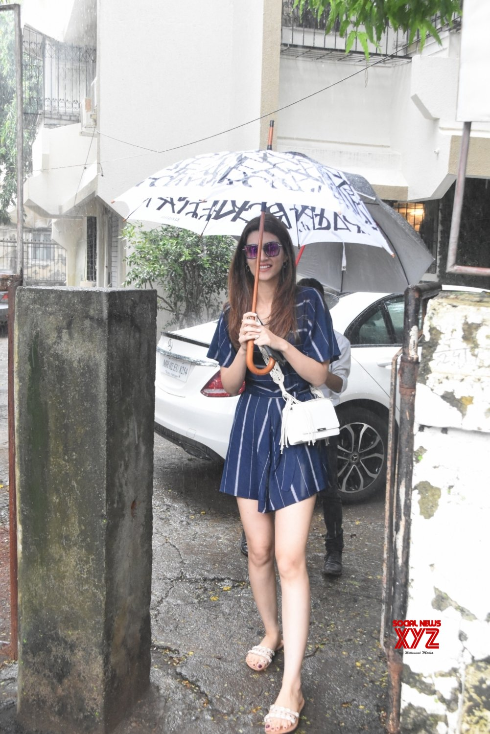 Mumbai: Kriti Sanon seen at a salon #Gallery - Social News XYZ