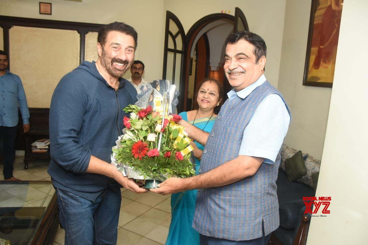 Nagpur: Sunny Deol calls on Gadkari #Gallery