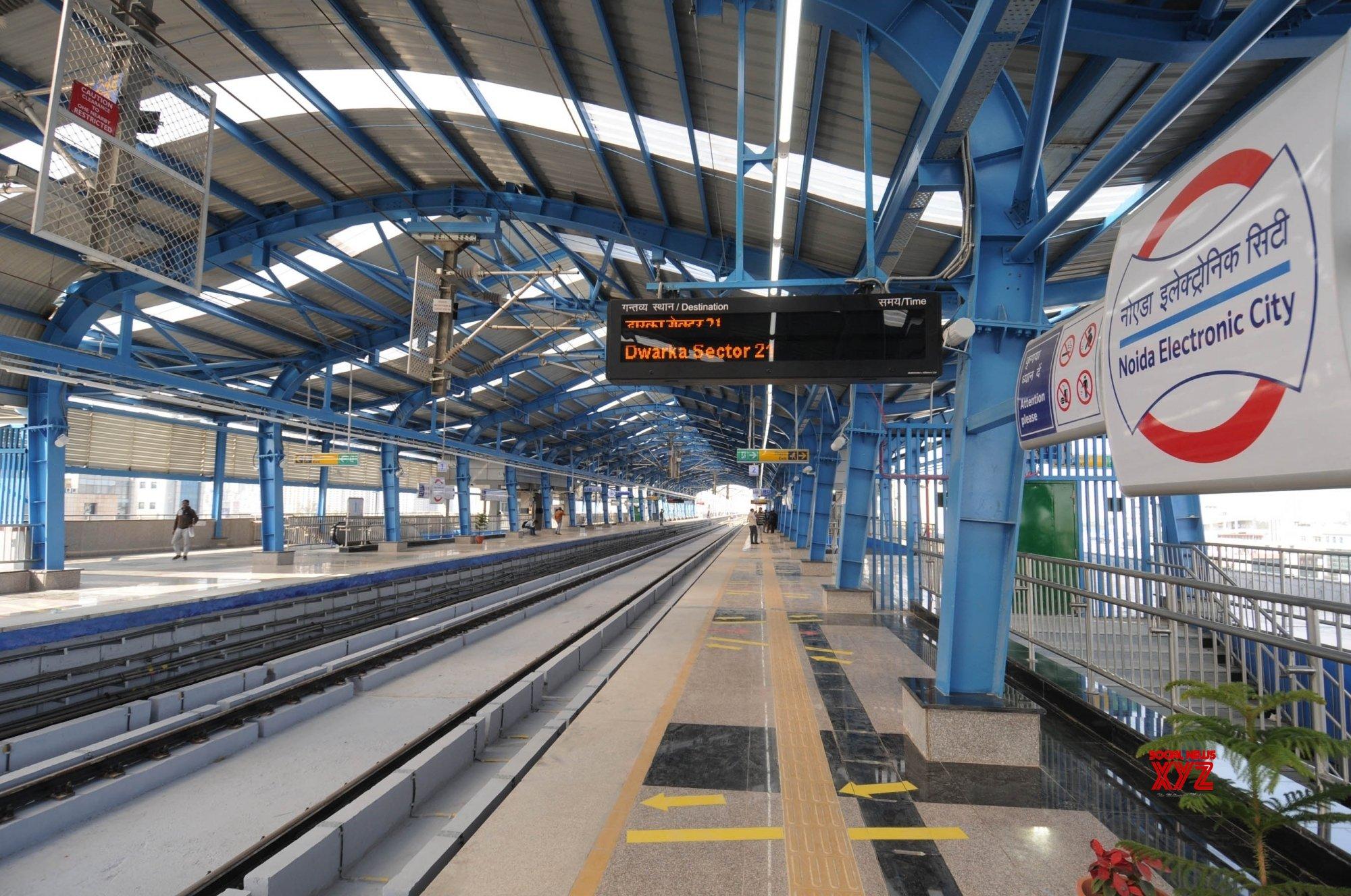 Technical snag hits Delhi Metro, many stranded