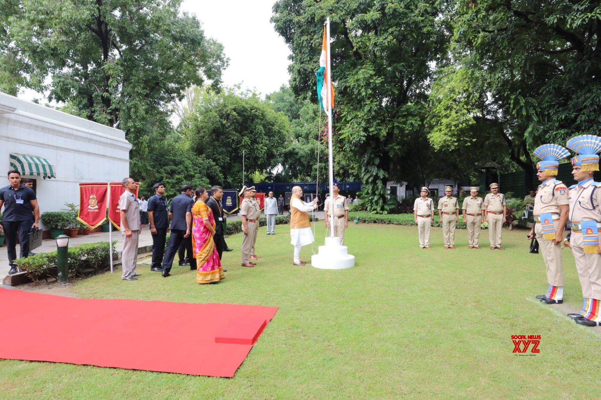 New Delhi: Amit Shah celebrates 73rd Independence Day at his residence #Gallery