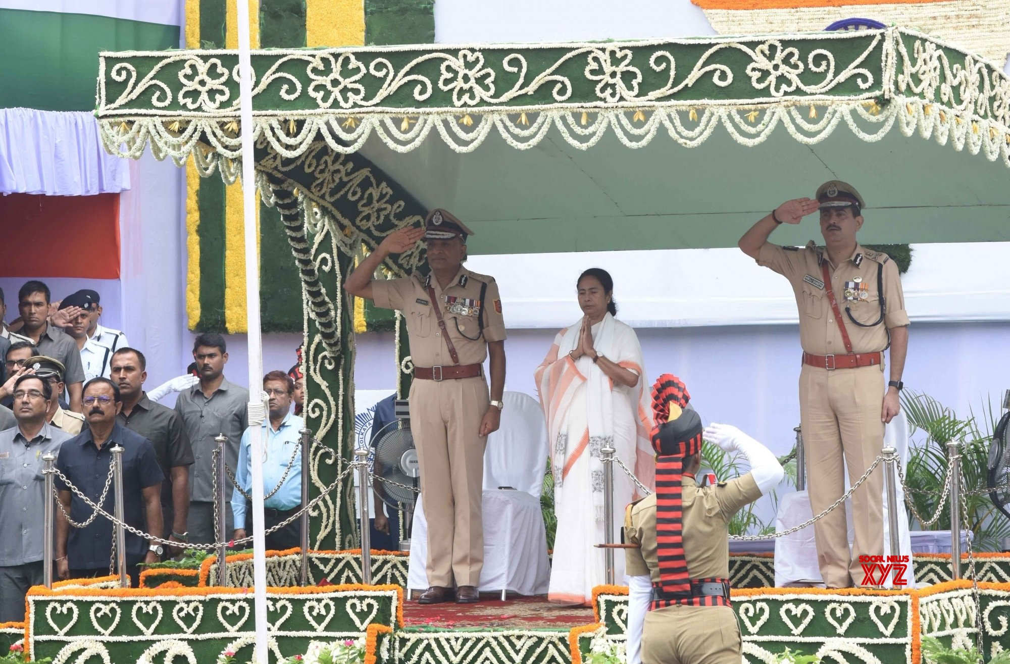 Mamata unfurls Tricolour as Bengal celebrates I-Day