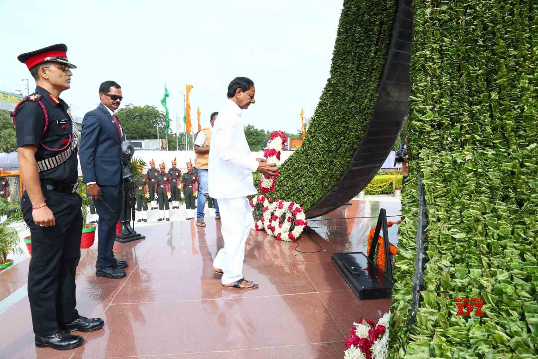 Secunderabad: K. Chandrasekhar Rao pays tributes at Veerula Sainik Smarak on 73rd Independence Day #Gallery