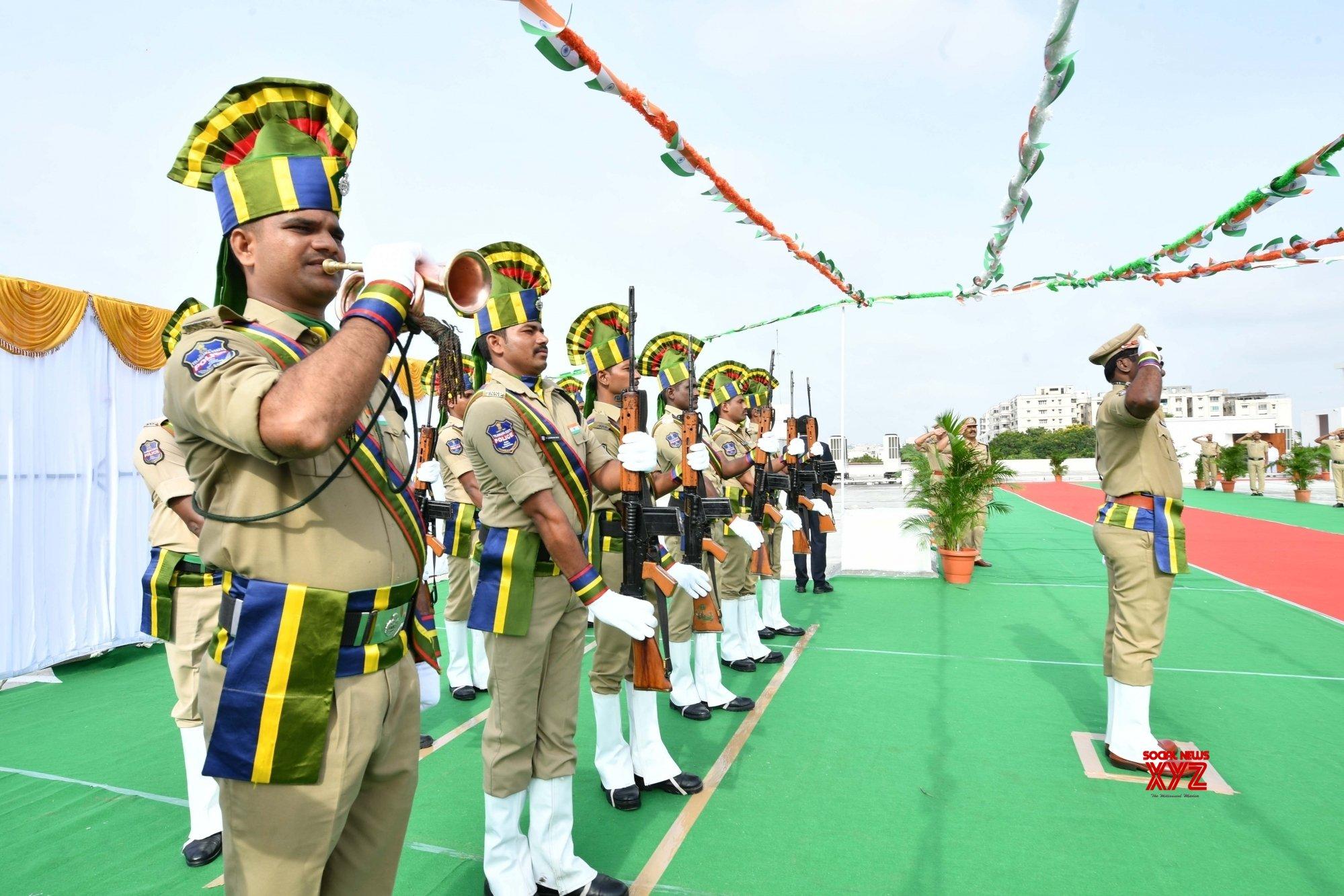 Hyderabad: KCR hoists the national flag #Gallery